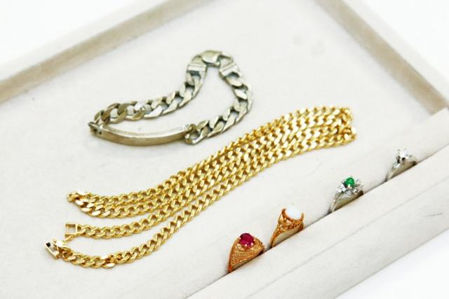 時計、眼鏡、金歯などこんな金製品お持ちではありませんか?